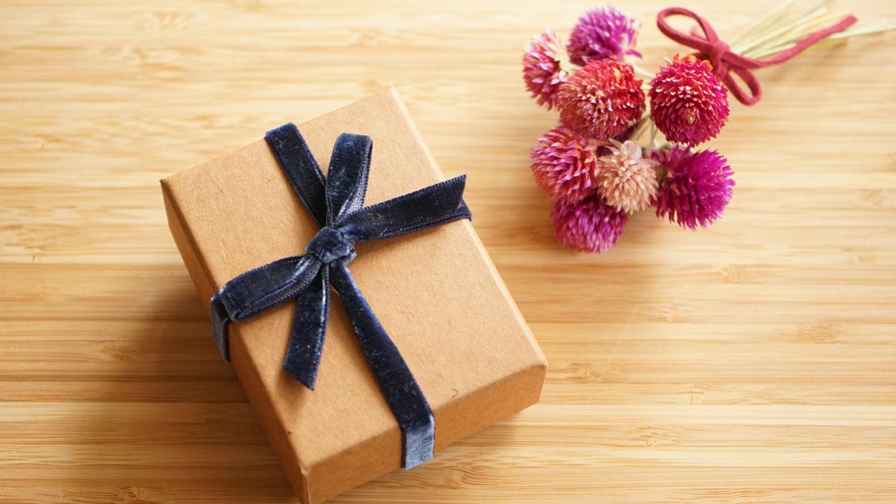 小さな箱に入ったプレゼント